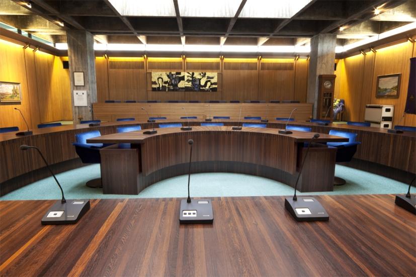 конференцзал круглый стол система Beyerdynamic Quinta 1-1.jpg