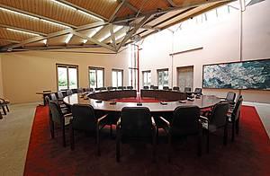 конференцзал круглый стол Beyerdynamic Orbis 4-1.jpg